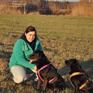 Inka Baurmann ist seit Februar 2017 für Sanny's Hundeservice angestellt. Sie und ihre Hündin Kormi sind drei bis fünf Tage pro Woche für euch und eure Hunde da.